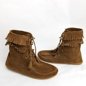 Minnetonka Brown Suede Fringe Lace Up Booties 8
